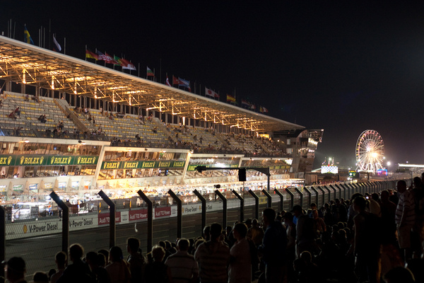 Le_Mans_Pits_at_Night
