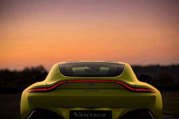 s_Aston Martin Vantage_Lime Essence_12