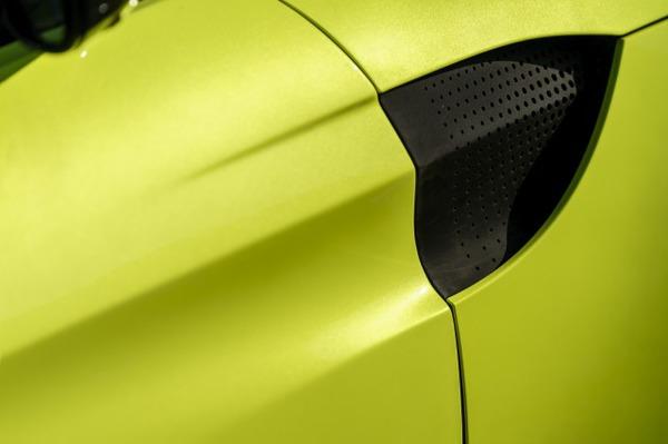 s_Aston Martin Vantage_Lime Essence_15