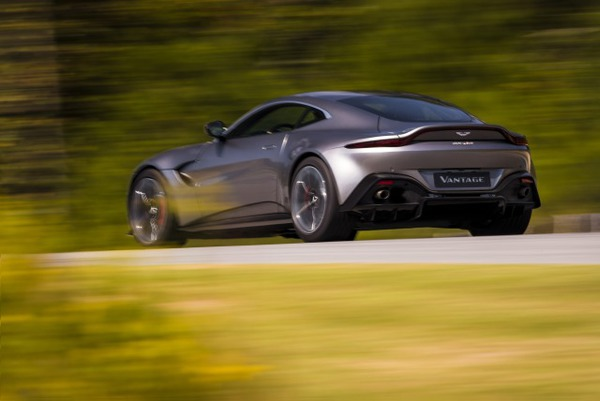 s_Aston Martin Vantage_Tungsten Silver_03