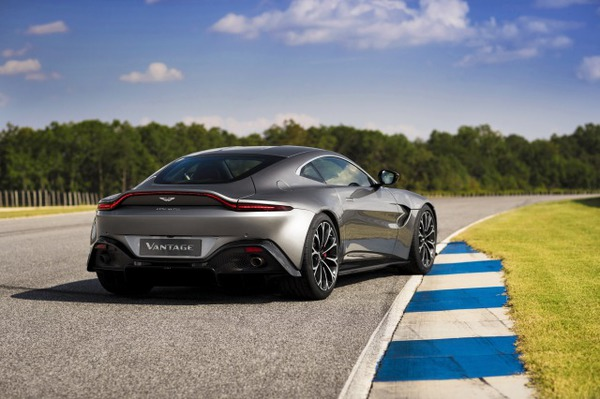 s_Aston Martin Vantage_Tungsten Silver_10