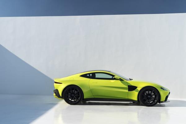 s_Aston Martin Vantage_Lime Essence_09
