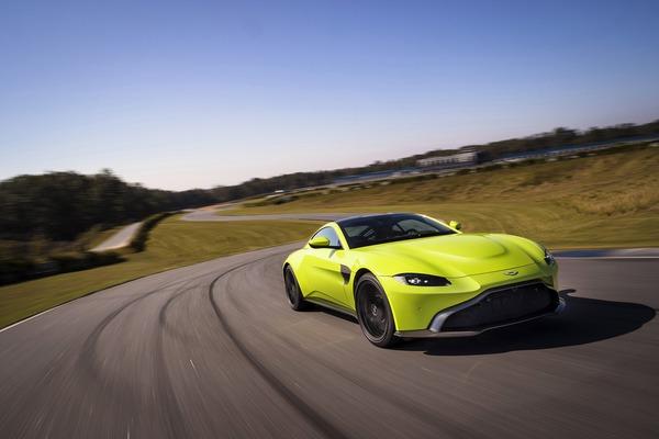 Aston Martin Vantage 2017-3