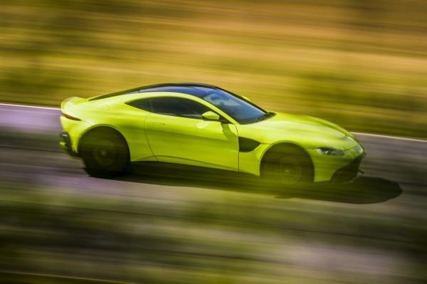 s_Aston Martin Vantage_Lime Essence_05