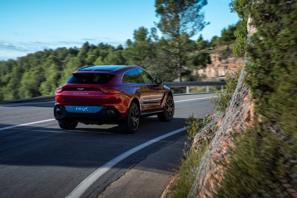 Aston Martin DBX_02