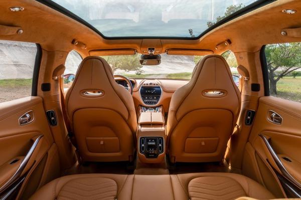 Aston Martin DBX_12