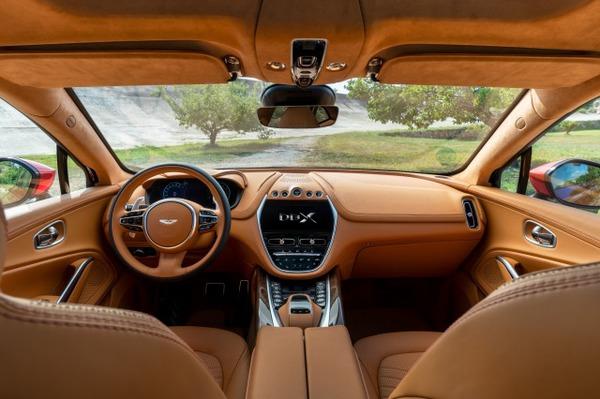 Aston Martin DBX_13