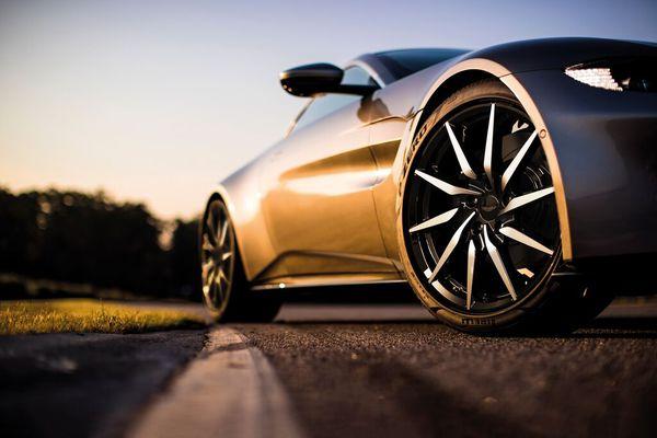 JPG Small-Aston Martin Vantage 2017 - Correct wheel